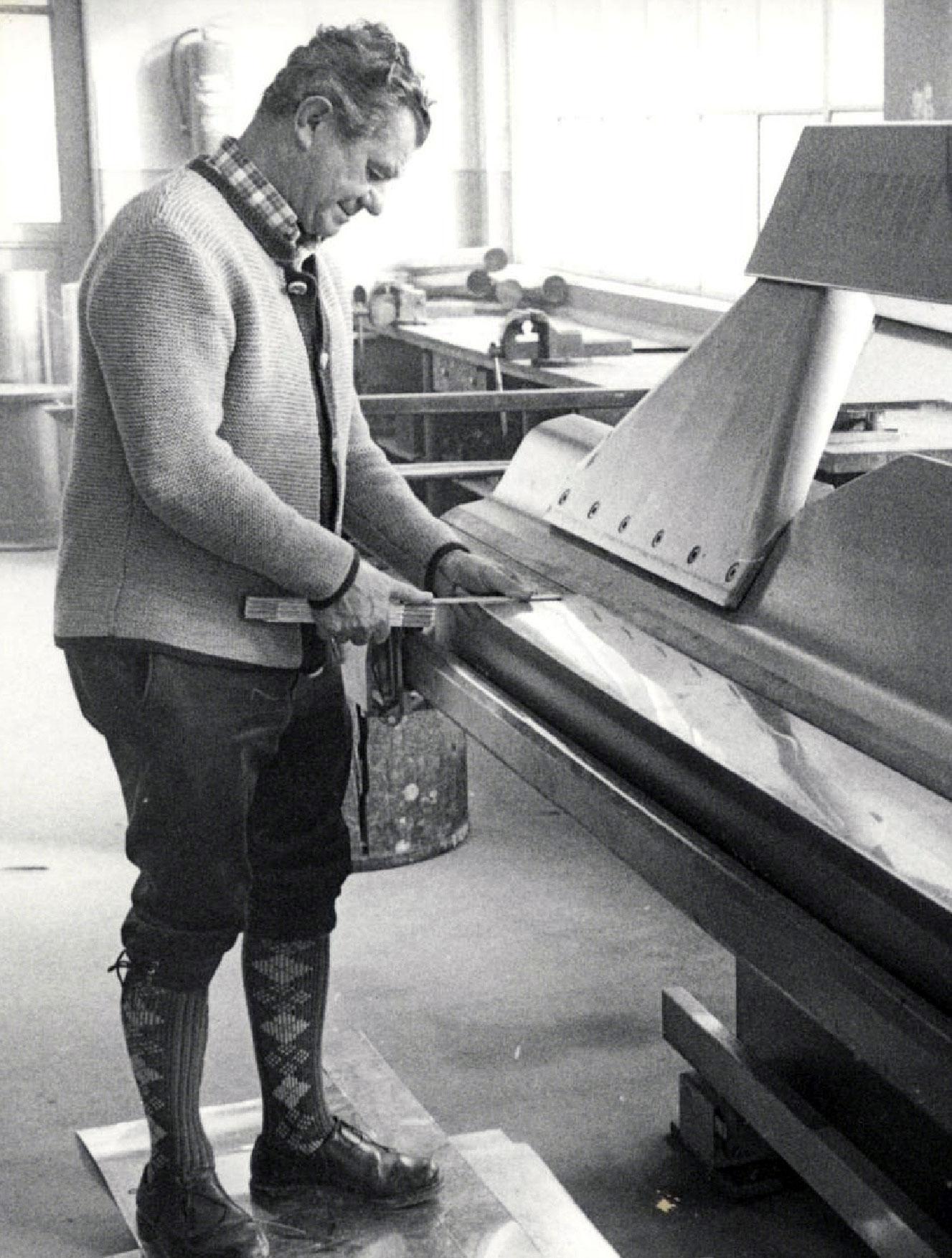 Gustav Zeller an der Abkantbank